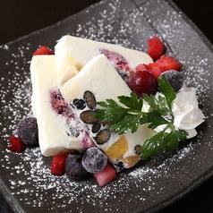 料理メニュー写真白くま風 濃厚アイスケーキ