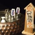 """カウンターに鎮座する""""日本酒風呂""""。鈴のちろりは熱燗ぬる燗の徹底した温度調整。熱伝導が高いのですぐに温まります。"""