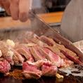 <くいだおれコース>『極厚のサーロインステーキ』調理模様-4☆手際よくさっさと切り分けられて行き…