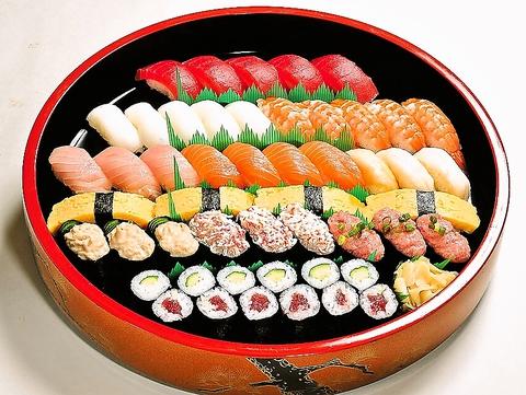 三崎のマグロ問屋から直接取り寄せた鮪と、地元農家から取り寄せた米で作る寿司。