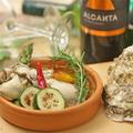 料理メニュー写真牡蠣と旬野菜のアヒージョ