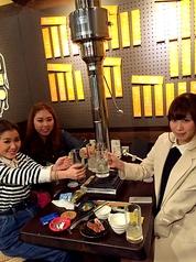 【焼肉女子会】テーブル席(4名様用)は、グルメ女子会に大人気!お好きなドリンクで、思いっきり乾杯!