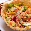 料理メニュー写真トルティーヤとアボカドのメキシカンサラダ