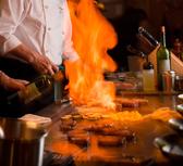 鉄板目の前のカウンター席もご用意しております。熟練のシェフの調理が目の前でご覧頂けます!1名から可◎