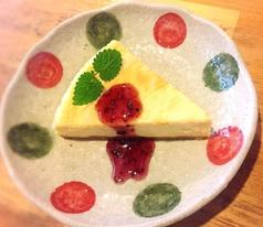 料理メニュー写真ふんわりスパイスの自家製チーズケーキ