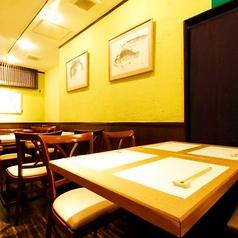 入口奥には、テーブル席がございます、プライベートでの小宴会等にご利用ください。