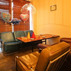 カフェの様な落ち付いたソファ席@2階