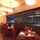【夜景】人気の窓際席は、デートや大切な方とのお食事におすすめです。料理と一緒に夜景をお楽しみください。