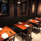 ◆ビストロ◆奥側はソファ席のなっているテーブル席。横との間隔も広々としておりますのでゆったりとお座りいただけます♪