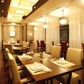 開放感あふれるお席は、人数にあわせてお席をご用意いたします。広々とした空間でのお食事をお楽しみくださいませ。