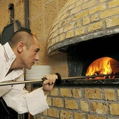 この窯で焼き上げるピッツァは最高!