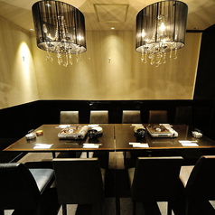 8名様~12名様でご利用いただける、テーブルの個室空間でゆっくりとおくつろぎください。女子会や接待、会食、会社でのお集まりなど各種ご宴会でのご利用に最適です。幹事様のご要望にも細かくご対応させていただきますのでお気軽にご相談ください。