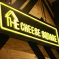 店内はデザイナー監修のモダンスタイリッシュ☆黒・白・黄色で演出された空間は女子会・合コンやデートにも◎雰囲気抜群の空間で美味しいチーズ料理をお楽しみください♪