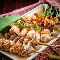 鶏串の他にも野菜串など豊富な種類の焼鳥&串料理!お酒との美味しいコラボが楽しめます。