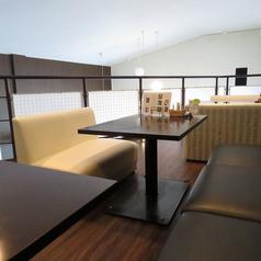 2階は4名テーブル×3卓をご用意しております。