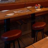 各テーブル席には、テーブルの下に荷物を置くスペースがあって便利☆