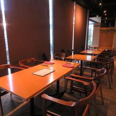 大人数の飲み会には、広々としたテーブル席がおすすめ!