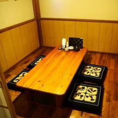 最大9名掛けの個室掘り炬燵テーブルもご用意。プライベート利用のお客様にもご好評いただいております。