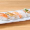 料理メニュー写真寿司盛り合わせ・サーモンユッケ寿司・オニオンサーモン握り寿司・焼きそば・釜玉うどん・特製肉うどん