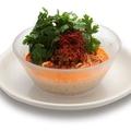 料理メニュー写真山盛りパクチ―の冷やし坦々麺
