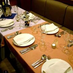 8~10名にぴったりの広々とお使いいただけるテーブル席