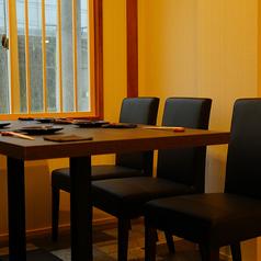 落ち着いたテーブル席で大人のカジュアルお食事会はいかがでしょうか?[天文館/和食/肉/魚/焼酎/割烹/デート/記念日/宴会/お洒落]