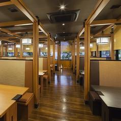 テーブル席は30卓ございます。ご家族、ご友人とのお食事はもちろん、各種ご宴会もぜひ『かごの屋』をご利用下さい。※店舗により部屋の配置・席数が異なる場合がございます