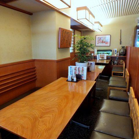 【宴会にぴったり☆テーブル席】ご宴会プランもございます!寿司屋ならではの美味しい海鮮をお得なコースでどうぞ。海鮮が大好きな方、お酒にはこだわりがある方、是非皆さんでお楽しみ下さい!