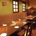 片面ソファーの約10~15名様のお席は飲み会や会社宴会、女子会、合コンなどに最適!ラクレットチーズやチーズフォンデュ、熟成肉のコースなど様々なコースをご用意しておりますので、ご予算・用途に合わせてお選びください!梅田でイタリアンディナーや宴会のお店をお探しなら是非当店をご利用下さい♪