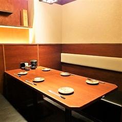 6名様個室◇充分なスペースのあるテーブル席ですので、飲み放題付宴会コースをご注文の場合でも狭さを感じることはありません!コースのメインのお鍋は+500円で食べ放題に変更も可能。もつ鍋や特選豚しゃぶなど、自慢のお料理を心行くまでお召し上がりください!昼宴会ならさらにお得!