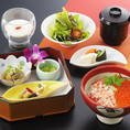【ランチ】「レディースランチ」…女性らしい華やかなランチは限定10食1280円でご提供。女性に嬉しいサイズの小ぶり丼、旬の天ぷら、デザートまでついた一品です。