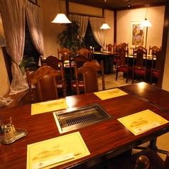 4人席や6人席のテーブルがございます。人数に合わせてお好みのテーブルをご利用ください。