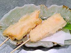 料理メニュー写真サーモンチーズ天婦羅(1本)