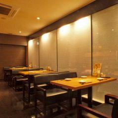 仲間と語り合う空間、ダイニングテーブル!プライベートな飲み会から会社宴会・同窓会などの大型宴会まで様々なシーンに◎