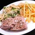 【遠州夢の夢ポーク】フィレ肉ソテー♪ピリ辛葱添え「幻の豚肉」とも称される、静岡産の銘柄豚を使用。やわらかく、もっちりとした食感や旨味に驚く!!生産者が高級牛肉の味覚に挑戦した、ブランド肉をご賞味ください。十二か月では、素材の良さを存分に引き出したソテーや創作料理でのご提供をいたします。