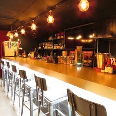 豊富なウィスキーとカクテルを目の前で楽しむことができます。優しく丁寧なスタッフと自分好みのお酒を見つけてみては?