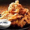料理メニュー写真大きな鶏唐揚げ 1個/10個