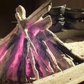 食材の旨味をとじこめる熱々の炭