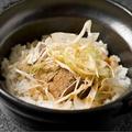 料理メニュー写真香り野菜と塩角煮土鍋飯