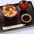 料理メニュー写真中ちらし寿司