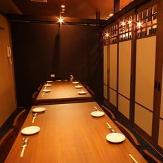 宴会にもご利用頂ける空間が多数ございます。少人数でも大人数でも、人数に応じたサイズの個室でご対応可能です。最大で70名様までの大規模宴会にも人気の広い個室もご用意しておりますのでお気軽にお店までお問い合わせくださいませ。