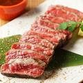 料理メニュー写真[北海道産]サロマ和牛タタキ