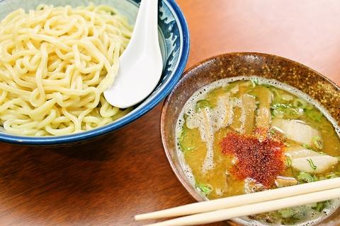 もちっとした麺と味わい深いスープのつけ麺に注目。やみつきになる美味しさ。