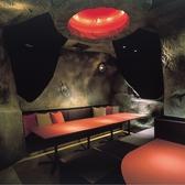 【LunaSaloon】宇宙船ドックを思わせる店内
