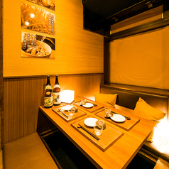 飯田橋店の半個室は2名様からご利用可能。周りを気にせず、ごゆっくりとお過ごしいただけます。自分だけのプライベート空間をどうぞお愉しみください。(飯田橋・居酒屋・個室・焼き鳥・飲み放題・宴会)