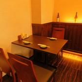 3名掛けテーブル席も1卓ございます。デート利用にも◎