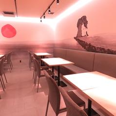 【テーブル4名様×6卓】2名~4名様向きのテーブル席は、記念日やお祝い事などプライベート利用にもおすすめです。