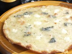 料理メニュー写真クワトロ(4種のチーズのピザ)