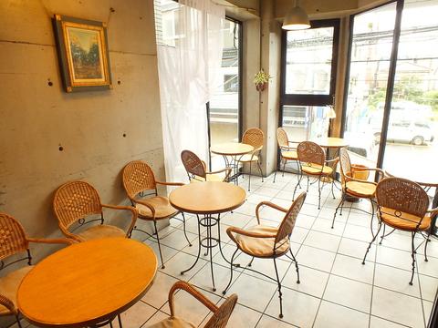 ティータイムから女子会ディナーまで幅広く使える万能カフェ!