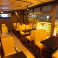 テラス側は夜景も見渡せるテーブル個室♪室内にはモニターも2つございます。